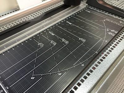 Verschiedene Rasterungen einer Papierschneidemaschine