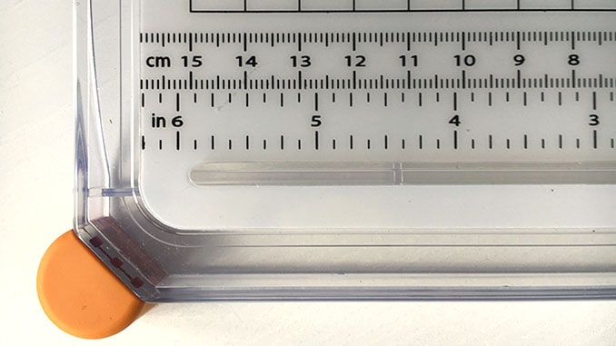 Die Zentimeter und Inch- Angaben auf der Fiskars Personal Surecut